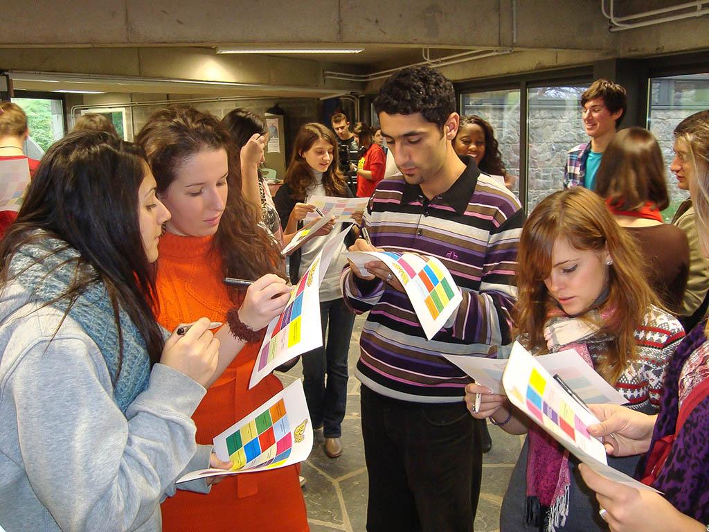Le CCJ est le Conseil Communal des Jeunes. Il encadre des jeunes de 13 à 18 ans.